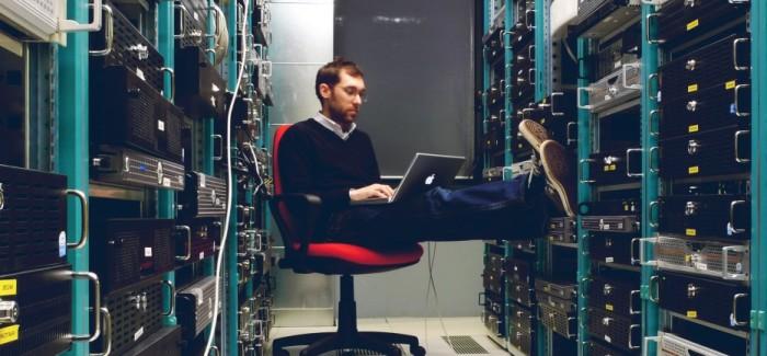 NSA escanea y almacena millones de emails y agendas