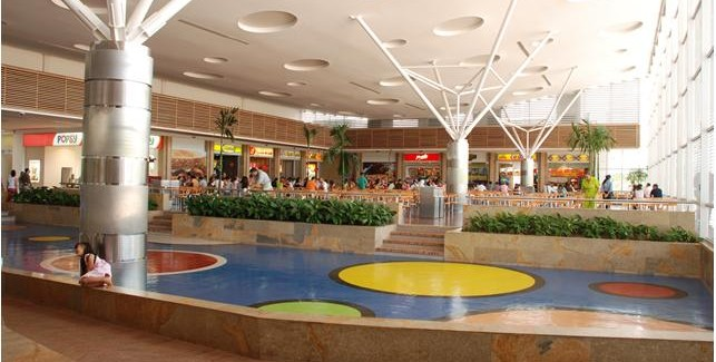 Los centros comerciales son los sobrevivientes de la crisis
